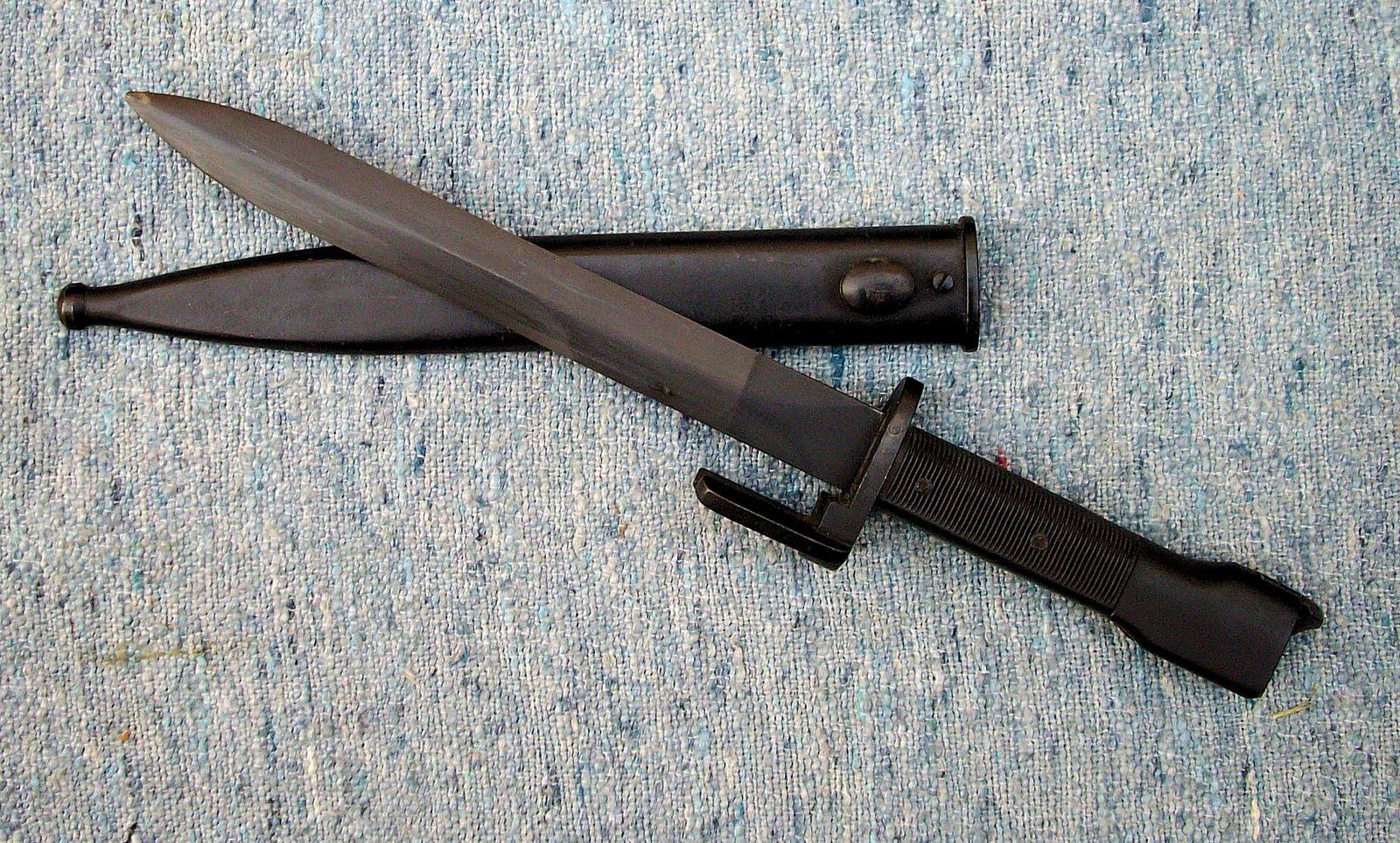 Antiguos sables,bayonetas y cuchillos de combate argentinos