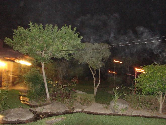 Serpientes de Fuego Luz de colores amarillas saliendo del suelo y en el aire Shambala Santa Rita Pe