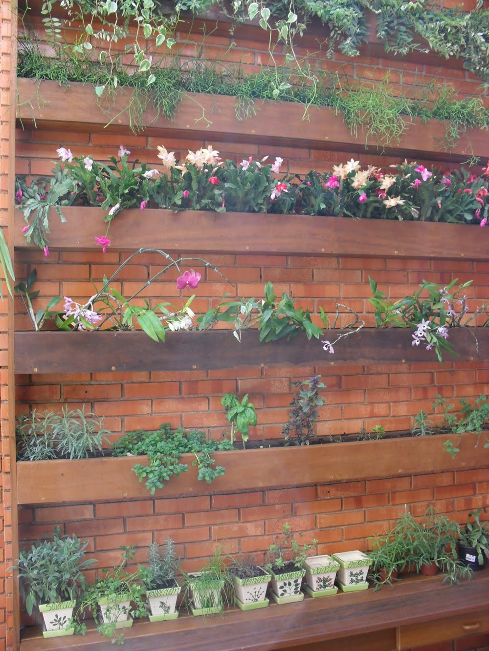 grades madeira jardim:Madearte: Jardim suspenso em Itaúba.