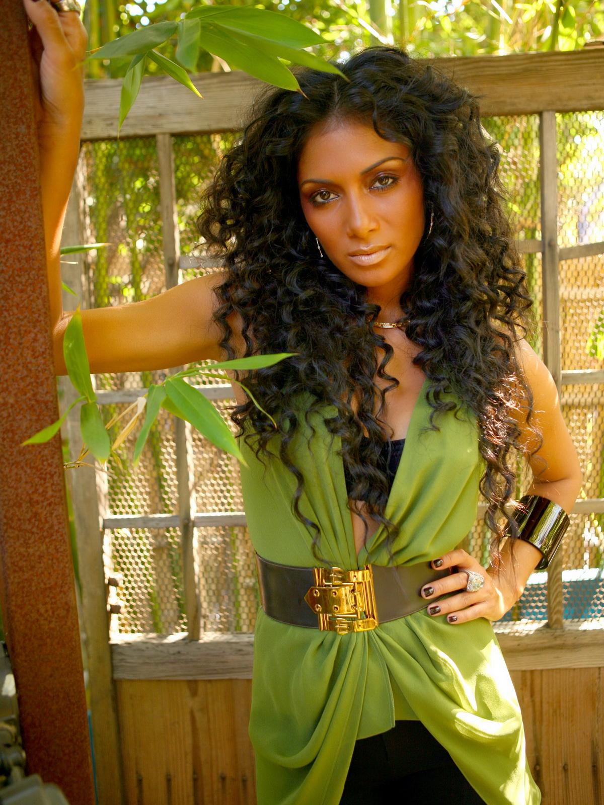 http://4.bp.blogspot.com/_Jgc-vQ1t70k/TOH9jm90VPI/AAAAAAAAACA/iecNp_nBS14/s1600/Nicole_Scherzinger_Gorgeous_Nice_Tits_in_Blac_Lingerie_Cleavage_Zach_Cordner_Photoshoot_7.jpg