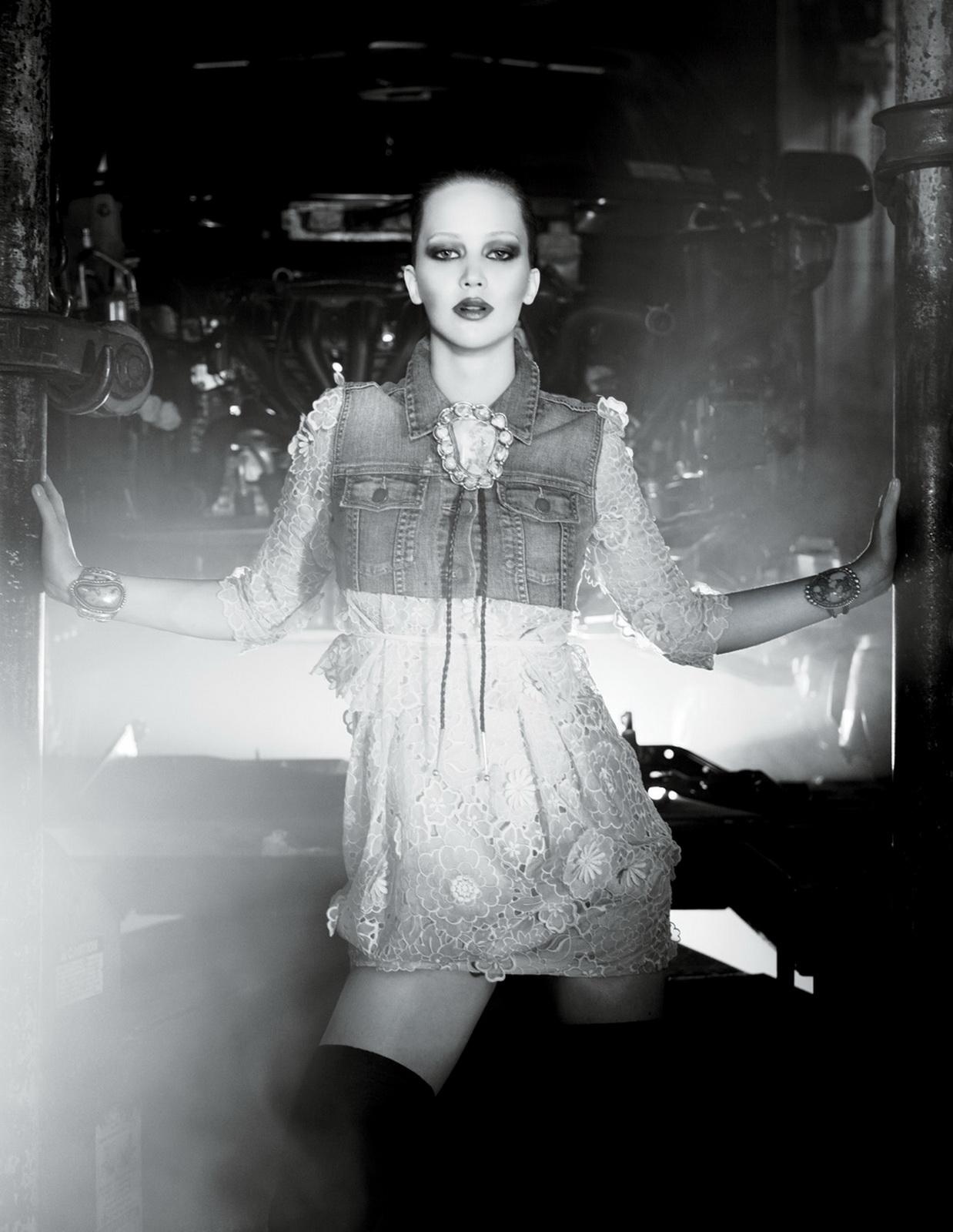 http://4.bp.blogspot.com/_Jgc-vQ1t70k/TOoLuwK3QfI/AAAAAAAAAcc/qQuHpbgI904/s1600/Jennifer_Lawrence_sexy_leggy_Interview_2.jpg