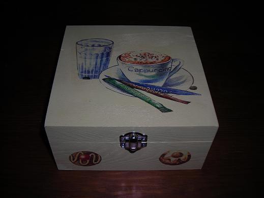 caixas de madeira pintadas