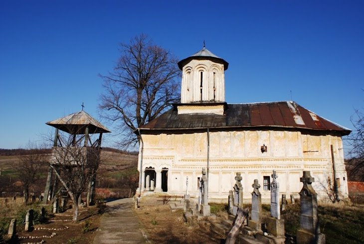 Biserica Ortodoxa Romana si cimitirul din satul Porinita