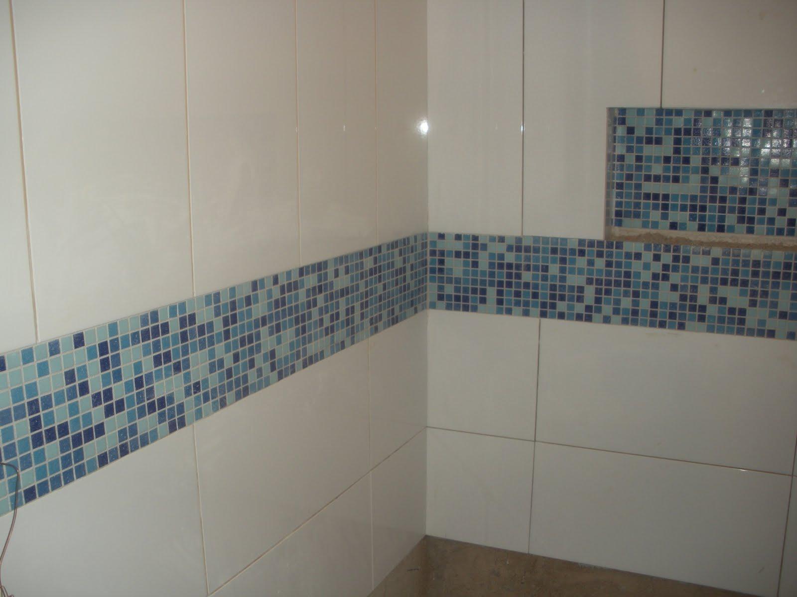 Gleide casa nova: BANHEIRO COM PASTILHA AZUL!!!!! #404E5B 1600x1200 Banheiro Branco E Azul