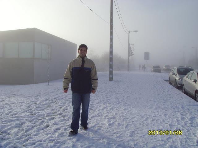 Felipe jugando en la nieve en Milladoiro