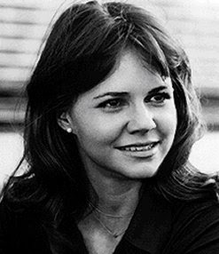 One of my favorite actresses is Sally Field. As a child I loved to ...: got-blogger.com/blondeepisodes/sally field/?c=-