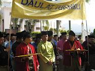 Sepanduk-sepanduk Perarakkan Rakyat Perak Mengadap Tunku Sultan Perak