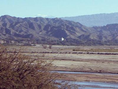 Molinos, su iglesia y el Rio Calchaqui