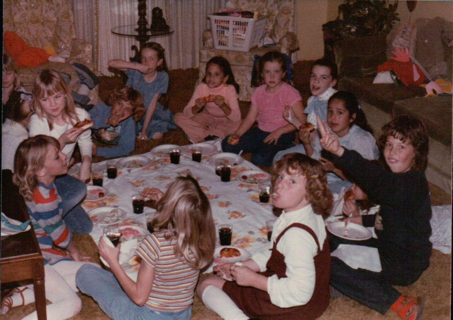 http://4.bp.blogspot.com/_Jq-k63zuk8g/TB8DsBdWbgI/AAAAAAAAC5M/WyjkQrgFmEQ/s1600/Birthday+Parties+002.JPG