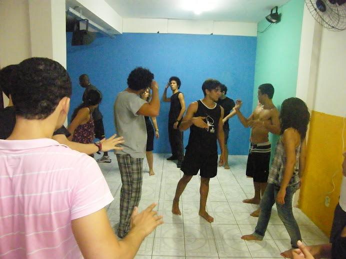 Aula de Teatro fisico com um dos melhores atores de teatro da Bahia, Fábio Vidal.