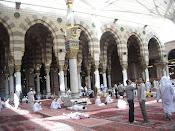 Di Tengah Masjid Nabawi.