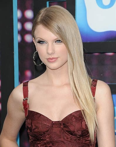 Taylor Swift Brown Hair. taylor swift new hair 2011.