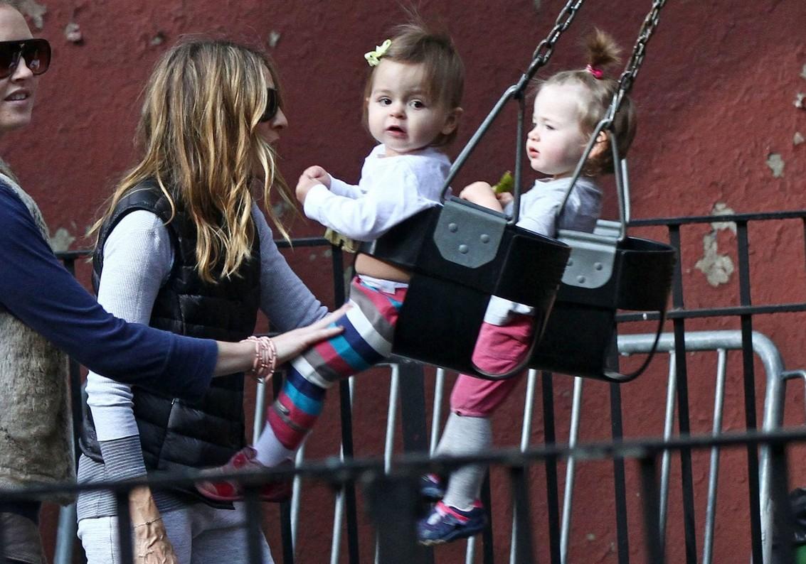 http://4.bp.blogspot.com/_JzWxWaURwP8/TMQ7QYyB3CI/AAAAAAAABvY/T1DJxDNHjvE/s1600/sjp-playground-twins-04.jpg
