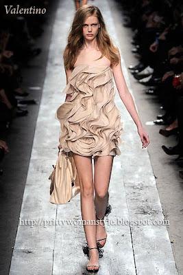 бежова къса коктейлна рокля