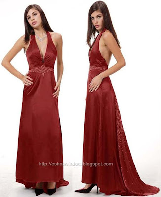 тъмночервена рокля с шлейф