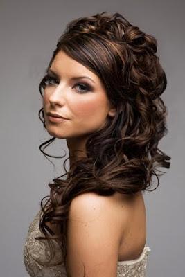 абитуриентка с удължена коса