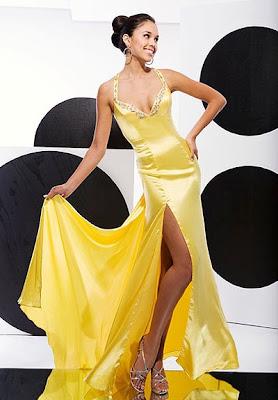 жълта бална рокля от сатен