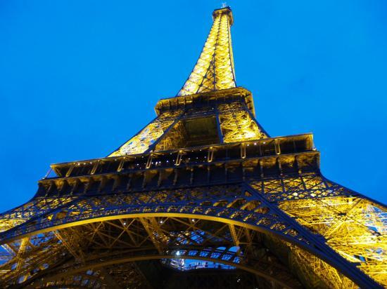 Paris est selon moi la plus belle ville que j ai pu visité