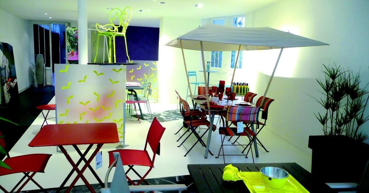 paris c t jardin le nouveau fermob paris ouvre ses portes. Black Bedroom Furniture Sets. Home Design Ideas