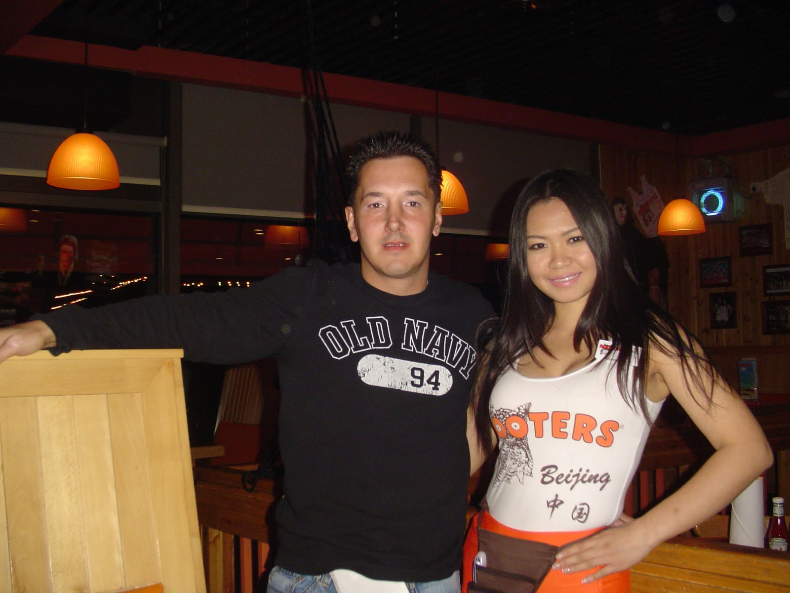 hook up with a hooters girl Along with working at hooters she is also finishing a business undergraduate degree at edison state college and justin timberlake's mystery spice girl hook up:.