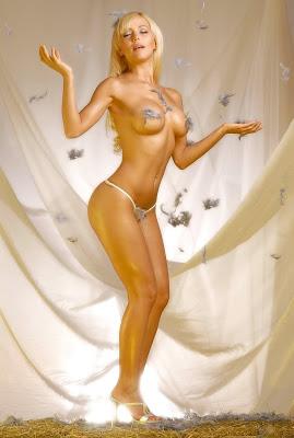 Fotos hot de Evangelina Anderson en Maxim - 2010