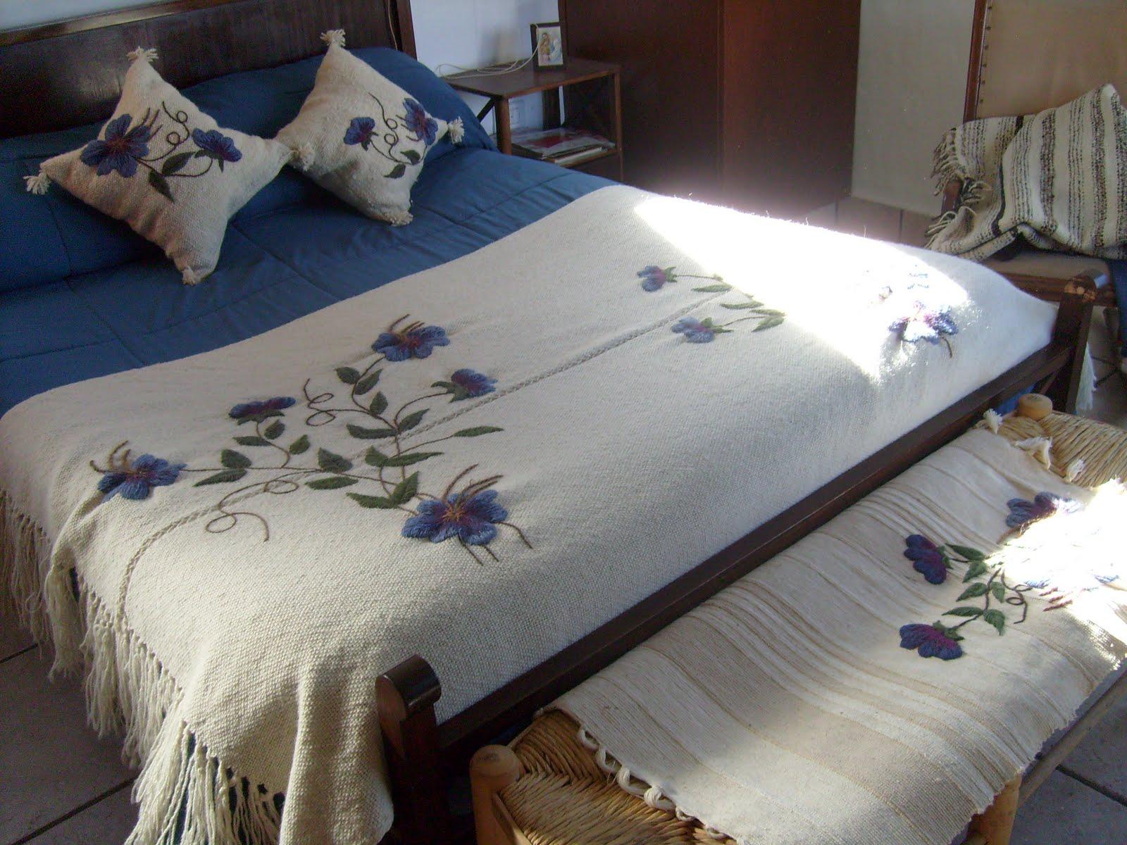Bordados any pie de cama con almohadones - Pie de cama ...
