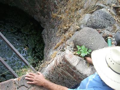 Visita al terreno de la noria con tunel y la aparición IMG_0205+%28Large%29