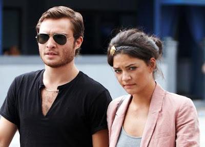 2009, Эд Уэстуик  и Джесика Шор, обруч, очки