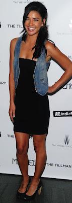 черное мини платье, джинс, туфли