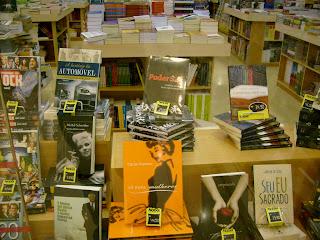 Livro Poder S.A., de Beto Ribeiro, na vitrine da livraria Nobel do Shopping Frei caneca, em SP.