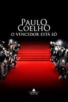 Livro O Vencedor está só, de Paulo Coelho.