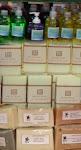 Variedad en jabones: jabón líquido,  con aceite de oliva y de coco, con miel  y cera de abejas