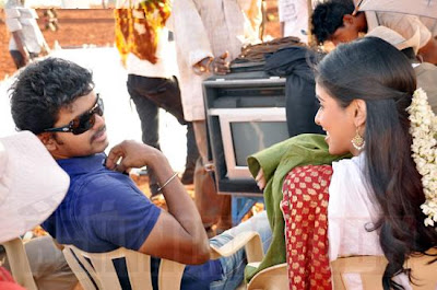 Vijay and Asin in Kaavalkaran shooting spot stills