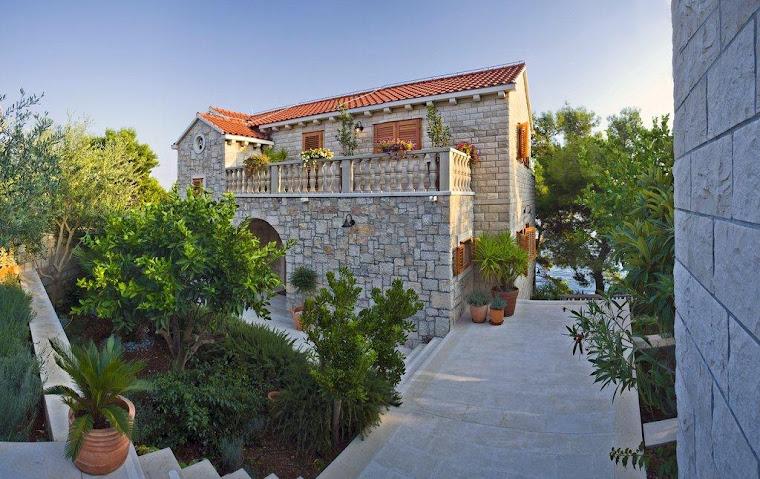 Welcome to Villa Rosemarine