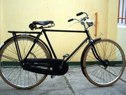 Onthel Bicycle : Expensive Antique Bicycle at Indonesia