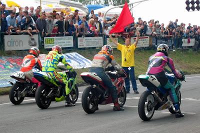 Start motocykloveho zavodu 300 zatacek Gustava Havla - Horice - 2003 - trida Sportproduction