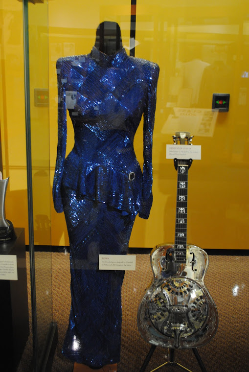 HALL OF FAME COUNTRY MUSIC AND MUSEUM NASHVILLE