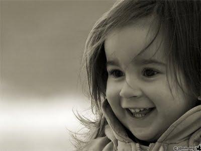 http://4.bp.blogspot.com/_KDj0ZiKSqLM/TTN8oG8pC8I/AAAAAAAAADo/3oJ6TNdZSPE/s1600/Crian%25C3%25A7a+feliz.jpg