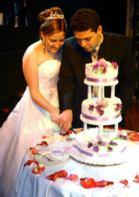 Wedding Decorations Include Decorating Your Cake Table An Easy Table