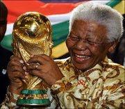 """KAMAR BISU BERSAKSI : MATA, HATI, KATA, """"NELSON MANDELA"""" SAKSI """"PIALA DUNIA 2010"""" DI AFRIKA SELATAN"""