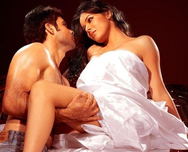 udita goswami kissing emran hashmi