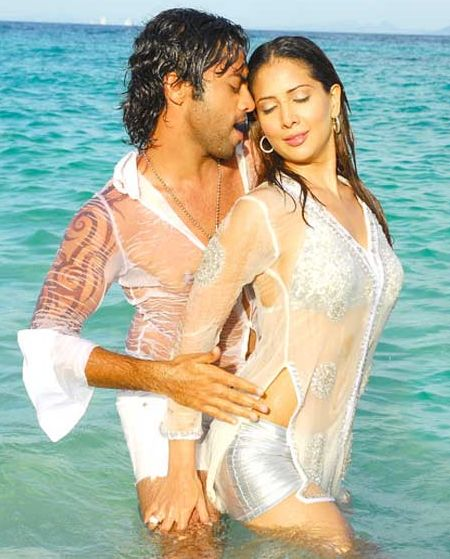 Hot & Sexy Actress Pictures: Hot'n Spicy Romantic Bollywood Images