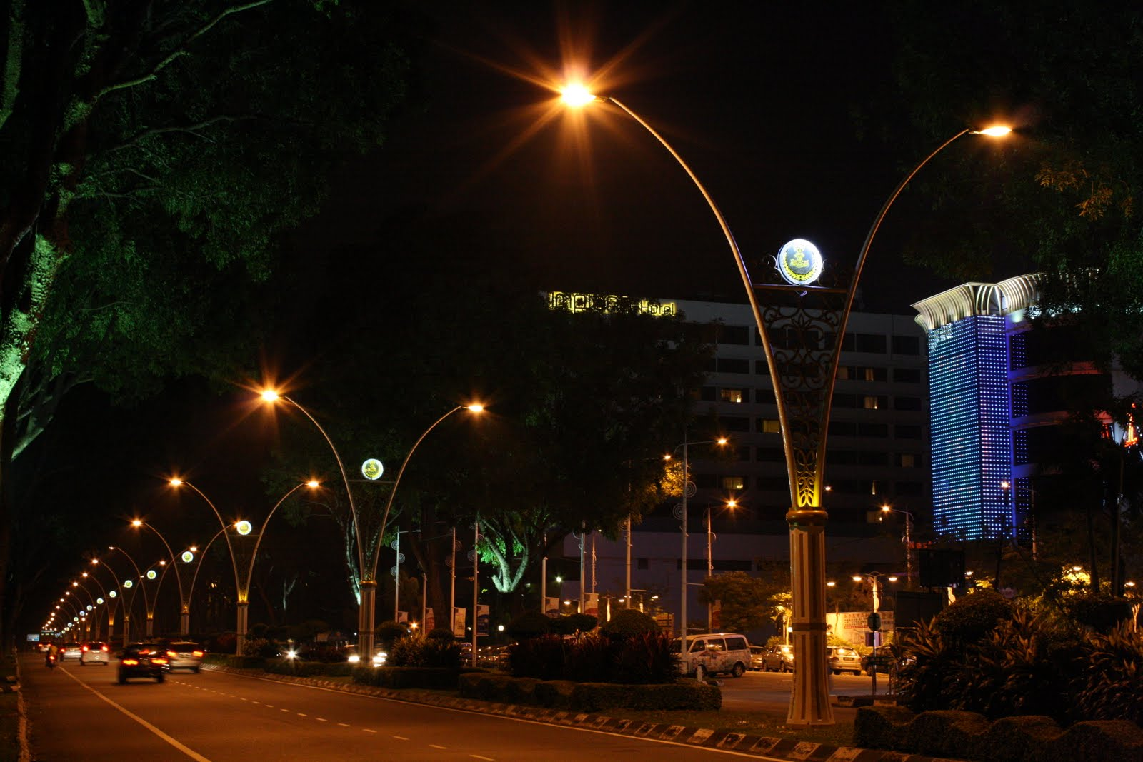 Images of Ipoh: Artistic Lamp Post for Road Lamp At Night  111bof