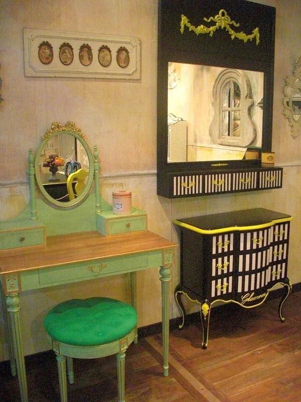 Muebles cl sicos pintados de forma original lunares for Muebles pintados a rayas