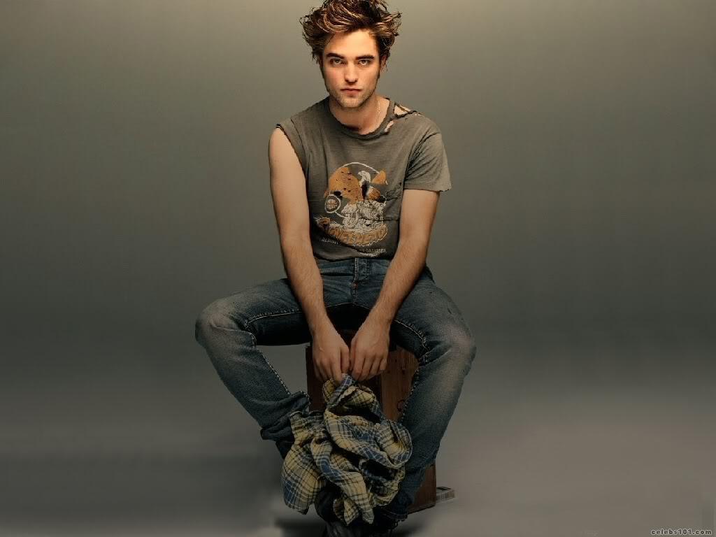 http://4.bp.blogspot.com/_KGo4VKDrhQY/TONt74dDXJI/AAAAAAAAAgU/QenomTJ3CTs/s1600/Robert_Pattinson_Wallpaper.jpg