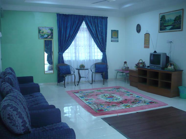 Ruang Tamu yang Luas dan Selesa