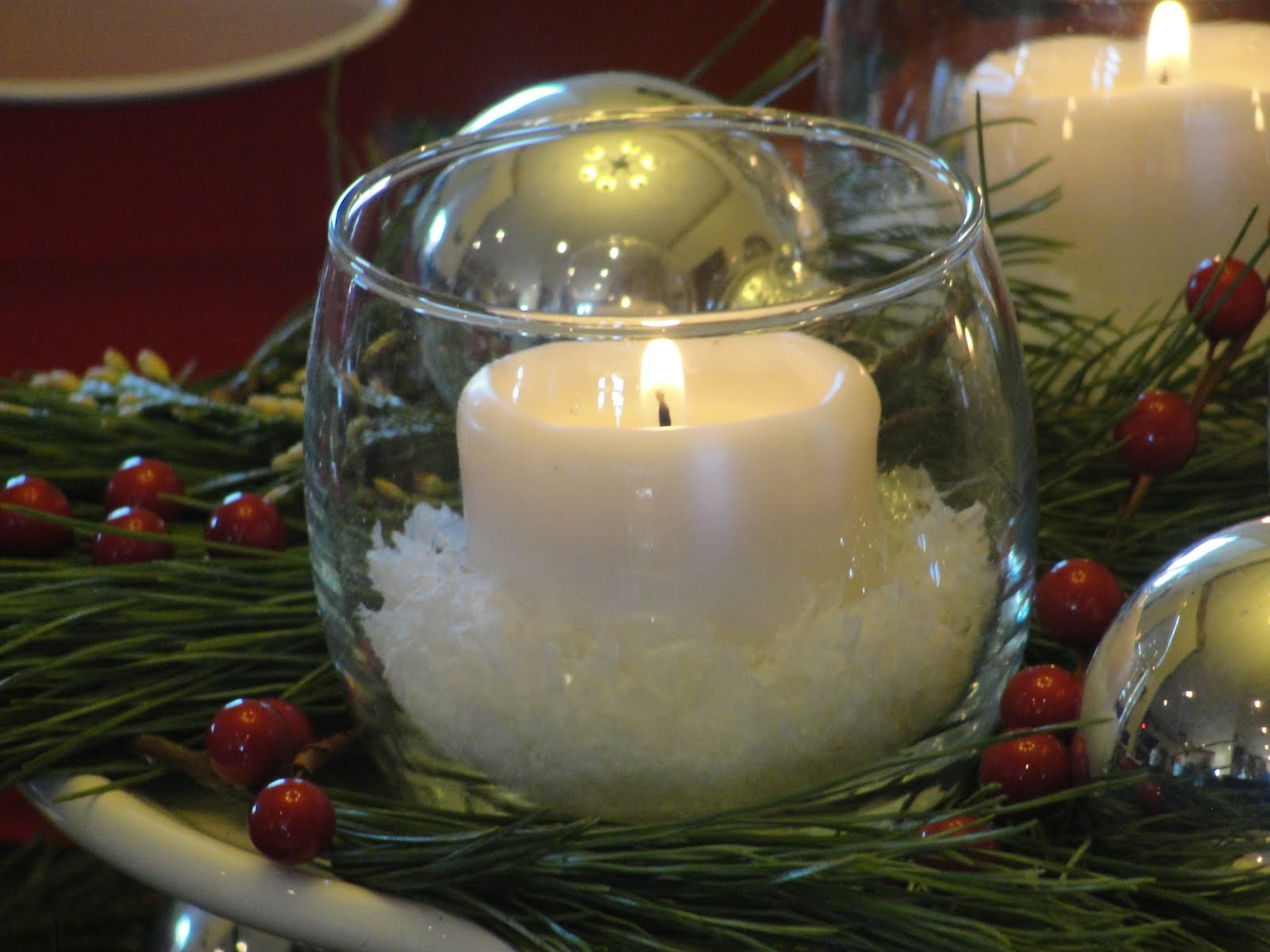 Silver and white christmas table decorations - A Christmas Table And Centerpiece