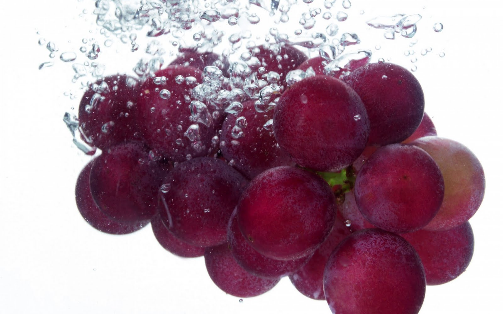 http://4.bp.blogspot.com/_KLJU3hHDGVM/TAyBXt0PewI/AAAAAAAACPQ/fVlPEi3res4/s1600/fresh_Grapes_in_water_bubbles.jpg