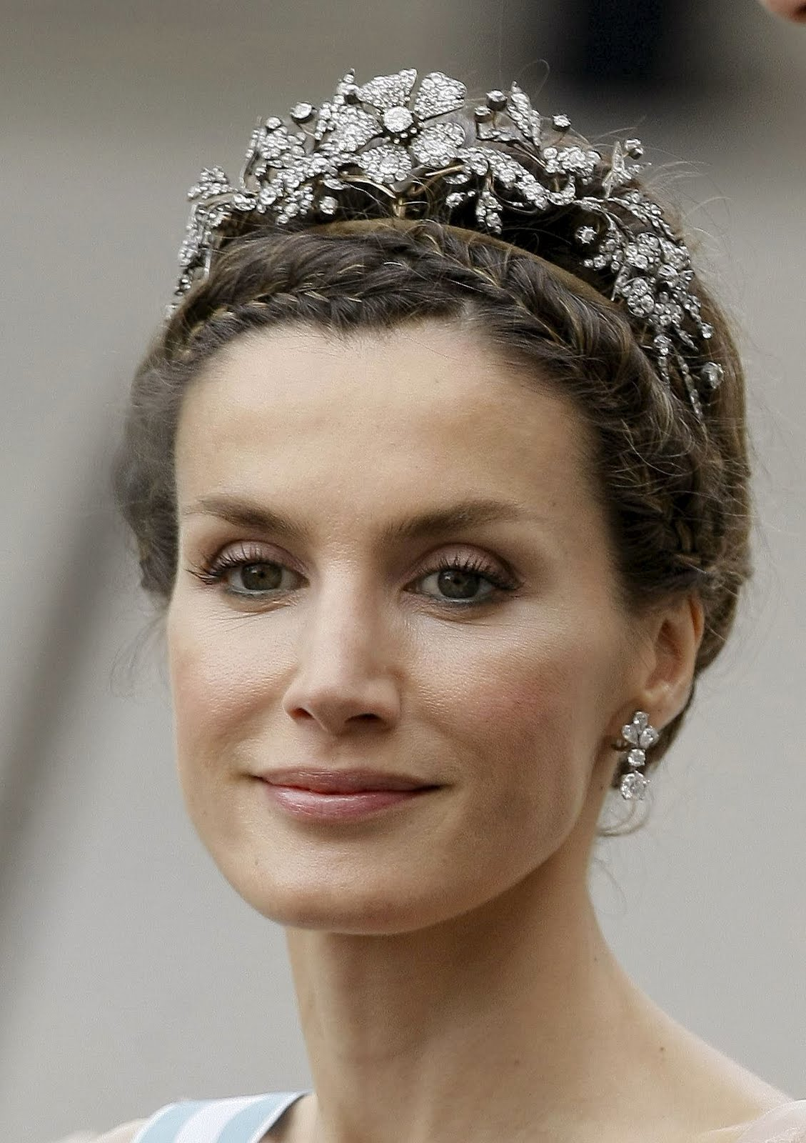 http://4.bp.blogspot.com/_KMZsVauhWU4/TCHcEuWGUeI/AAAAAAAAA4k/PXGfU4WDt4s/s1600/38011-by-mah0ne-princess-letizia-at-the-wedding-of.jpg