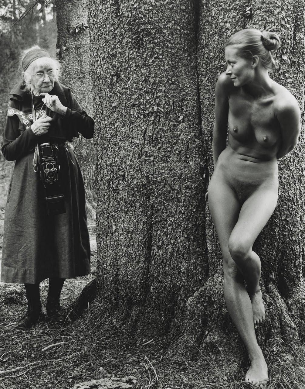 http://4.bp.blogspot.com/_KMqOPeCgoT0/TSoQ_OIjn7I/AAAAAAAAKTQ/uETk8bj_oqY/s1600/Imogen+Cunningham+and+Twinka+Thiebaud+by+Judy+Dater%2C+1974.jpg